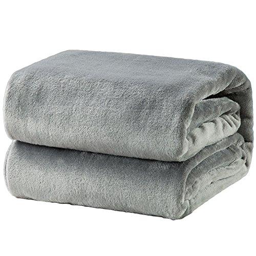 Bedsure Kuscheldecke Grau kleine Decke Sofa, weiche& warme Fleecedecke als Sofadecke/Couchdecke, kuschel Wohndecken Kuscheldecken, 130x150 cm extra flaushig und...