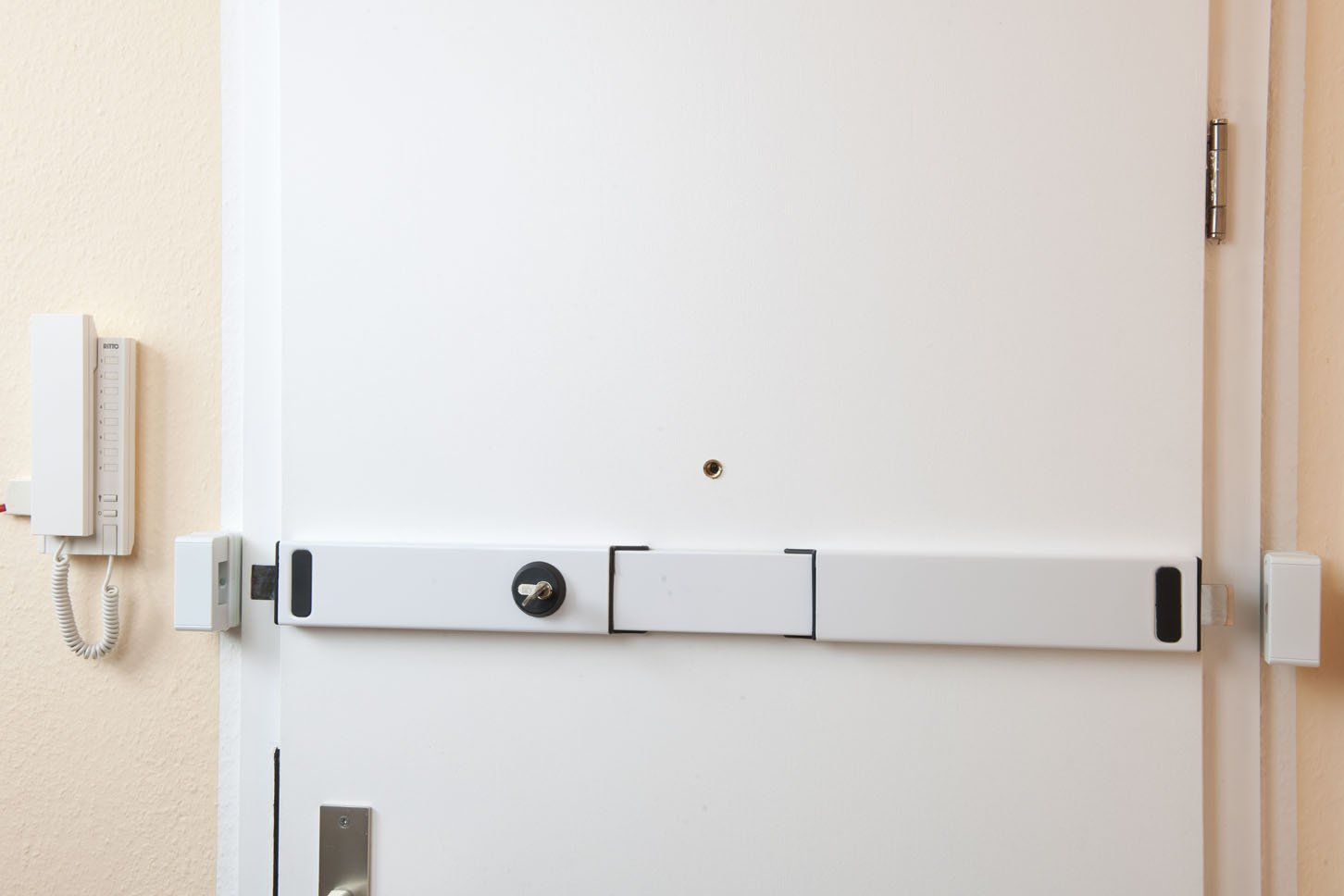 die besten panzerriegel 2016 im test vergleich. Black Bedroom Furniture Sets. Home Design Ideas