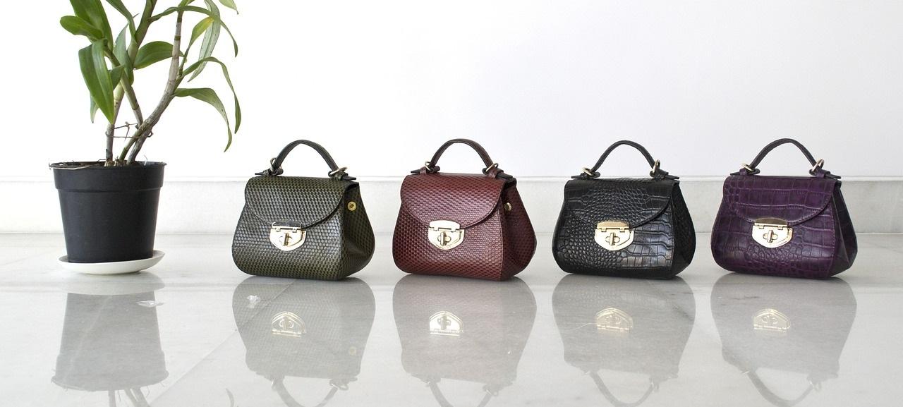 ed3276735f V průběhu let se taška rukojeti vyvíjela dál a dál. V současné době jsou k  dispozici v různých provedeních